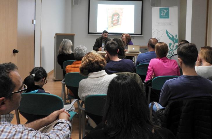 """Encarna Espuña: """"El dolor crónico puede curarse y los fisioterapeutas tenemos un papel clave en ello"""""""
