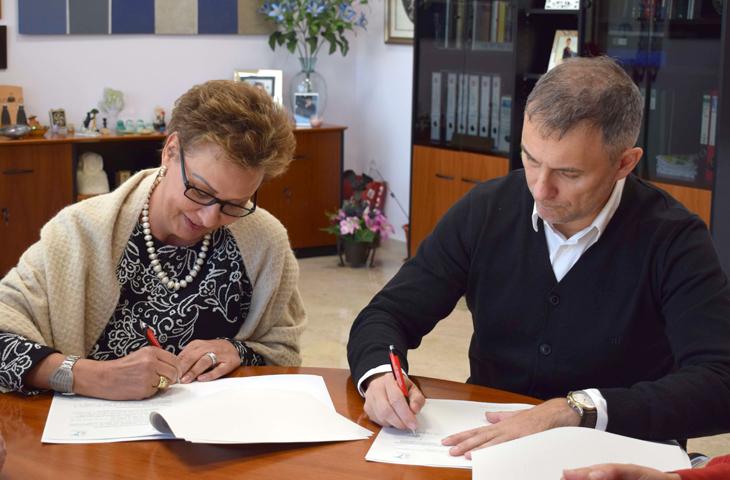 La UMH y el Colegio Oficial de Fisioterapeutas de la Comunitat renuevan el convenio para colaborar en actividades educativas y culturales