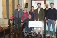 El Colegio de Fisioterapeutas de la CV dona más de 2.300 euros a la asociación de personas con discapacidad física