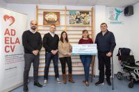 El Colegio de Fisioterapeutas de la Comunidad Valenciana dona más de 2.600 euros a la asociación de personas con ELA