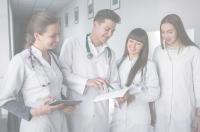 Sanidad alcanza un acuerdo con las universidades privadas para que el alumnado de Ciencias de la Salud haga prácticas en hospitales públicos