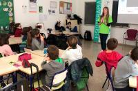 Los escolares de Castellón aprenden cómo prevenir patologías de la espalda con la ayuda de los fisioterapeutas